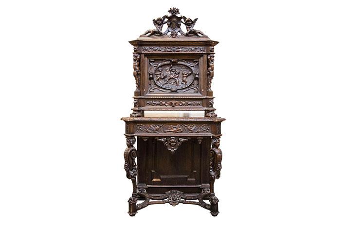 Кабинетный стол в стиле Ренессанс под заказ